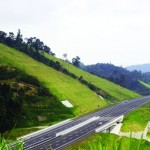 A view of the Lekas Highway.