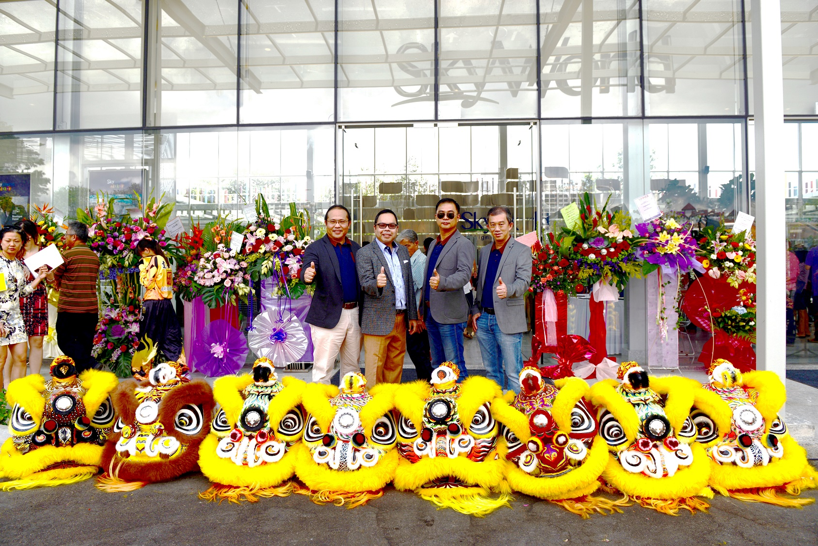 Awakening the Lion - Dotting of the Lion's eye. (From L to R): SkyWorld chief project officer CS Lee, group managing director Datuk Ng Thien Ping, group deputy managing director SK Lam and chief finance officer CS Siew.