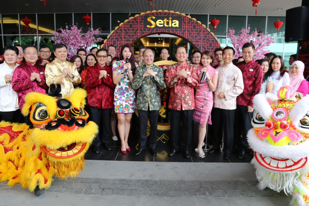 Group photograph of Setia's management with our emcees of the day in Penang, Emely and Catherine, together with lions for auspicious blessing in 2017.