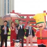 (L-R): Cheng Meng, Wong Chui Ling, Chai Keng Wai, Ye Lang Heng posing with Diamond City mascot Nino D.