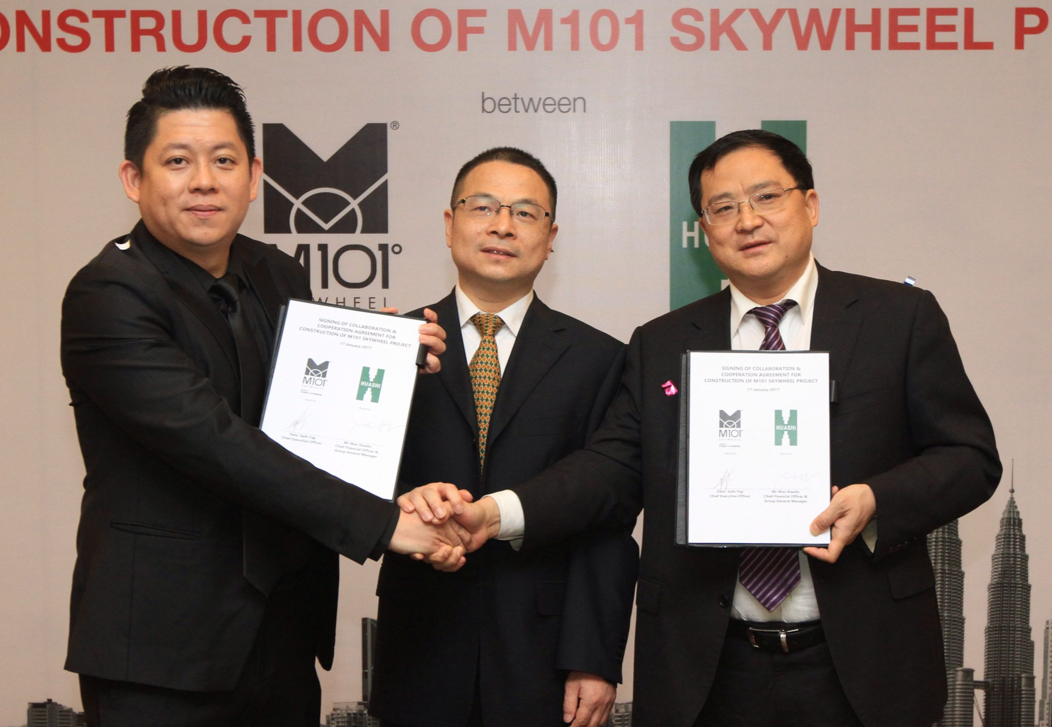 M101 Holdings Sdn Bhd chief executive officer Datuk Seth Yap (left) sealing the partnership with China Huashi chief financial officer and group general manager Wan Xiaolin as China Huashi (Malaysia) Sdn Bhd general manager Zhao Chong Xian (center) looks on.
