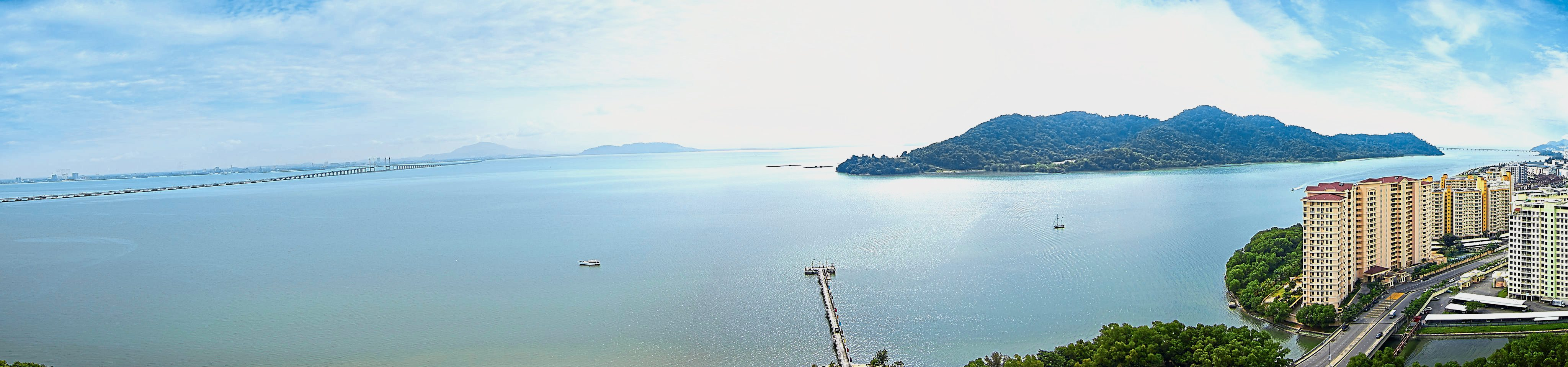 The gorgeous view of the Penang channel, Penang Bridge and Pulau Jerejak that future inhabitants of QuayWest Residence will get to enjoy.