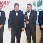 IJM Land Bhd managing director Edward Chong (second from right) was handed the Top Ranked Developers of the Year Award by Sultan Sharafuddin along with Star Media Group Bhd chairman Datuk Fu Ah Kiow (left) and Wong Chun Wai (right).