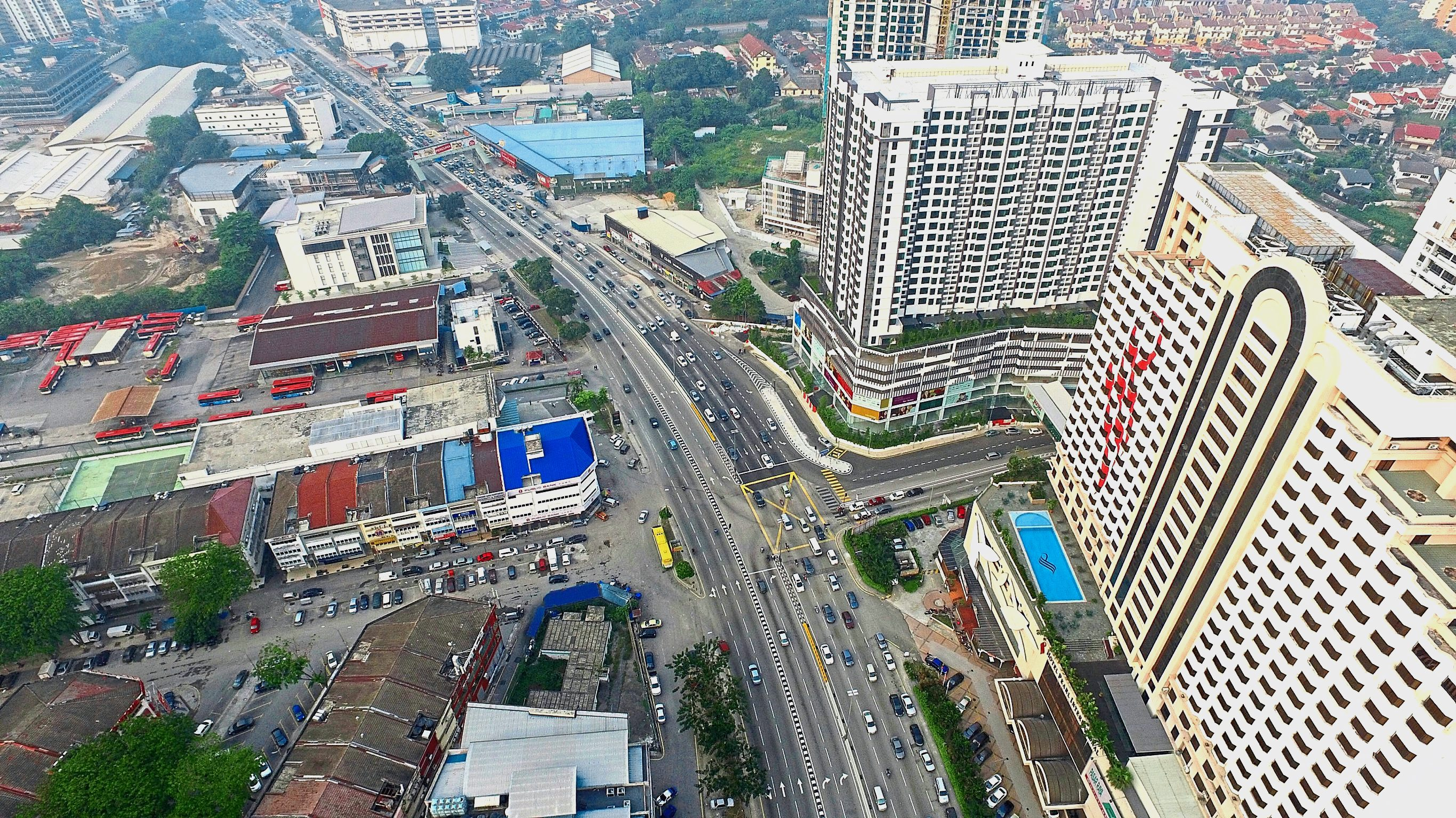 An aerial view of traffic congestion during the evening rush hour on Old Klang Road, April 21, 2016. GLENN GUAN/The Star