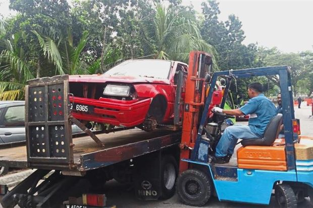 Residents are pleased with MBSA's action of towing away abandoned vehicles in Taman Sri Muda.