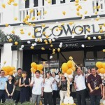 Chang (fourth from right, in white shirt), Eco World's Eco South divisional general manager Datuk Hoe Mee Ling (sixth from right, in white shirt) and Eco Boulevard tenants releasing balloons during the commercial units' launch ceremony at Eco Botanic, Iskandar Puteri.