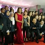 Paramount Property members posing with Ning Baizura after her performance at the Glittering Nightfall Amongst the Stars event.