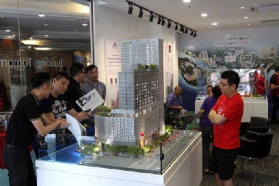 Hatten customers visiting the new sales gallery at Menara Northam. Starpic by: CHIN CHENG YEANG