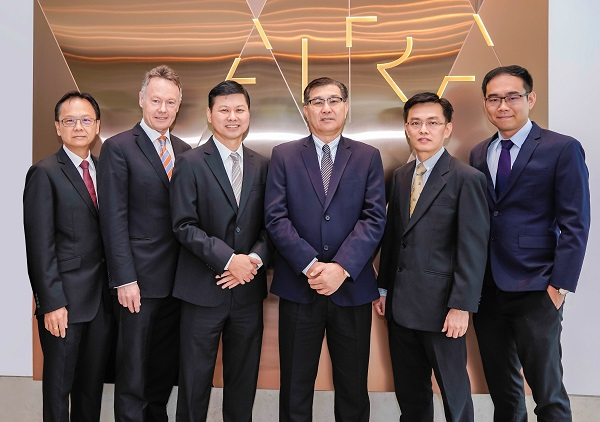 (From left to right) Selangor Properties Berhad (SPB) finance director Lee Tart Choong, SPB properties director Brian Newman, SPB COO Chong Koon San, Grand Dynamic Builders Sdn Bhd (GDBSB) managing director Cheah Ham Cheia, GDBSB executive director Elaxander Lo and GDBSB assistant manager, finance, risk management & business development Cheah Jun Kai.