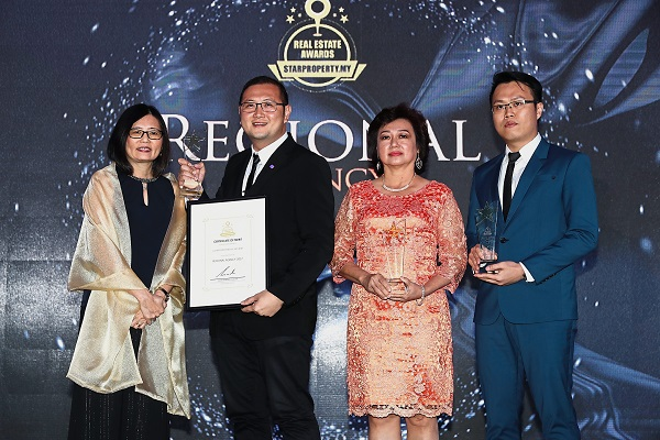 Regional Agency Award winners celebrating their achievements with Lim (left). From second left: Vincent Tan, Property Hub (Sabah) Sdn Bhd resident manager Sharon Goh and IQI Realty Sdn Bhd group VP Dave Chong.
