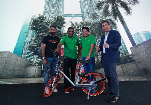 (From left) Sanjay, Cyberview Sdn Bhd chairman Tan Sri Dr Mohd Irwan Serigar Abdullah, Najib and Ong.