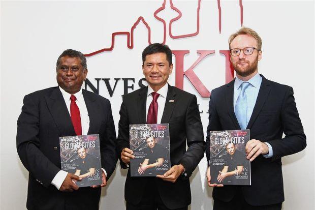 Report launched: (from left) Sarkunan, InvestKL CEO Datuk Zainal Amanshah and Knight Frank Asia-Pacific head of research Nicholas Holt at the launching of Global Cities: The 2018 Report. Read more at http://www.thestar.com.my/business/business-news/2017/10/12/tech-changing-office-space-trend/#lDDXV1gwQpUtA808.99