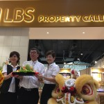 LBS Bina Group Bhd launched its first property gallery in a retail space in M3 mall. Lim Hock San (Centre) officiated  the property gallery with his spouse, Puan Sri Karen Lim (left) and LBS Bina Group Bhd executive director Datuk Cynthia Lim (right).