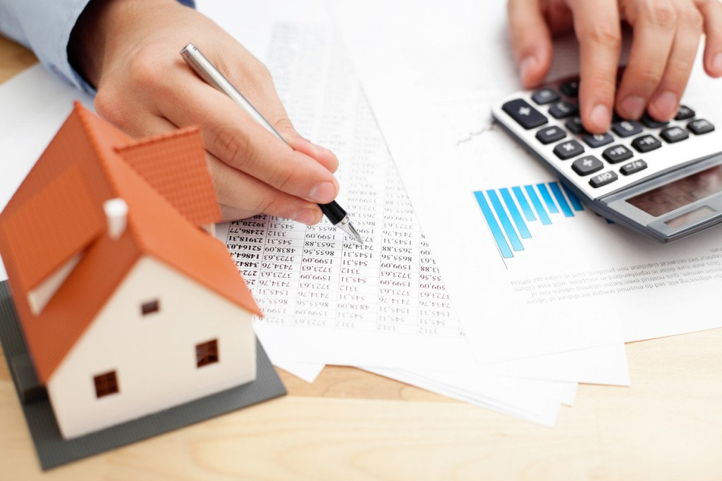 home_finance_calculating_budget