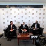 KPKT minister YB Zuraida Kamaruddin with secretary-general Datuk Mohammad Mantek (left) and National Housing department director-general Jayaselan A/L K.Navaratnam (right) during the press conference.