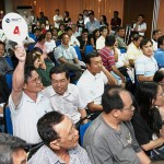 auction_bidders_crowds