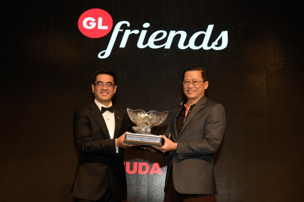 Mohammed Rashdan  and iPay88 co-founder and MD Lim Kok Hing at the launch of GL Friends