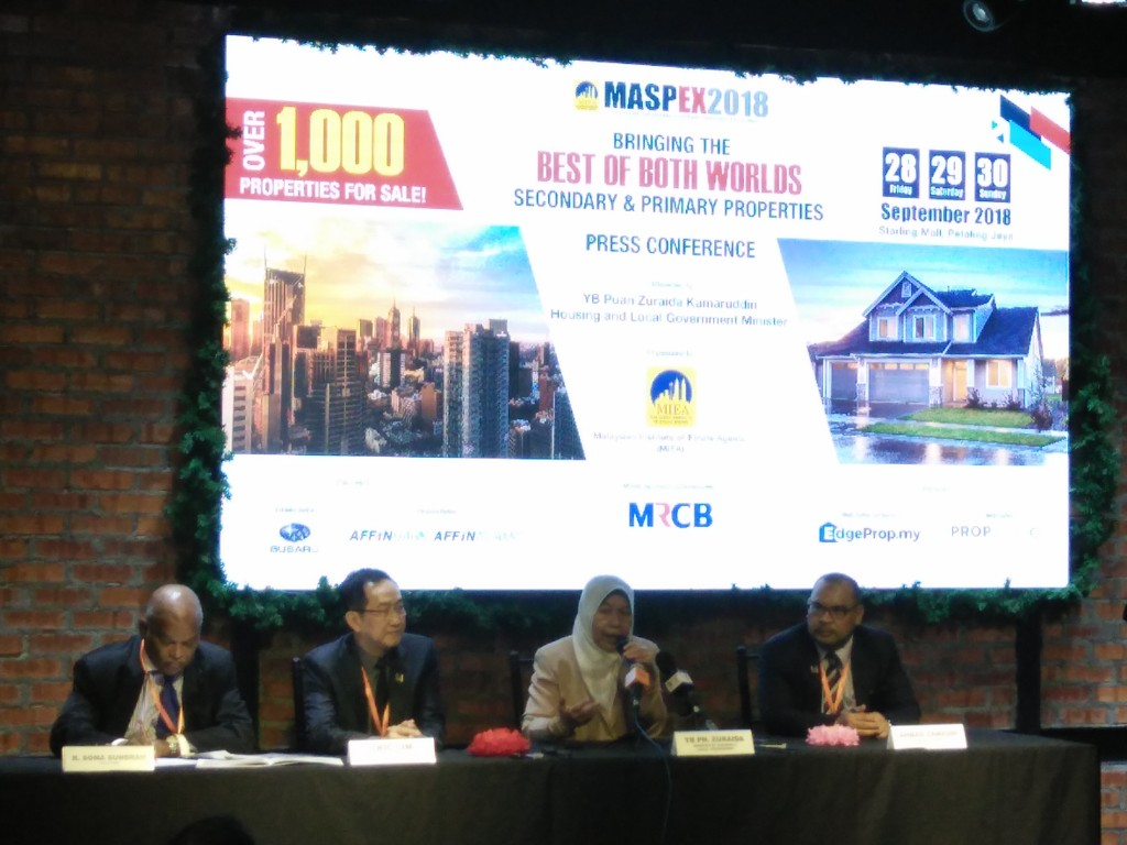 Left to right: K. Soma Sundram (CEO of the MIEA), Eric Lim (MIEA President), YB Zuraida (Minister of Housing and Local Government), and Ahmad Zamzuri (MASPEX '18 Chairman).