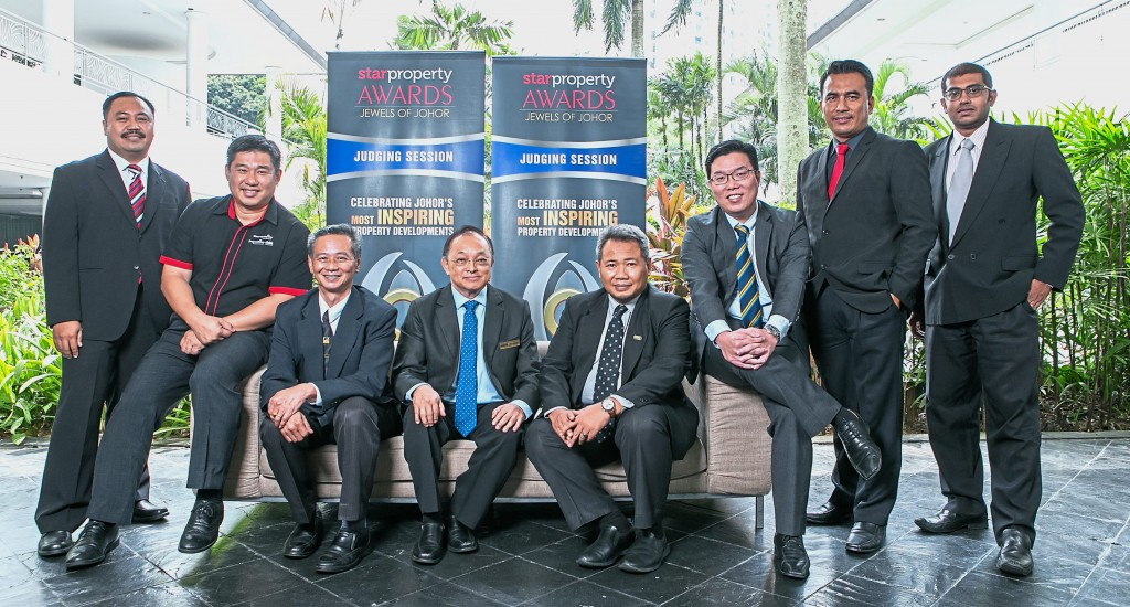 (from left): Joharudin Samion, Ernest Towle, Liow Toh Sen, Teo Ki Yuee, Mahayuddin Makmin, Ngoh Wei Ching, Hazri Bin Abdul Aziz, and Star Media Group Johor Bureau chief Nelson Benjamin during the judging session.