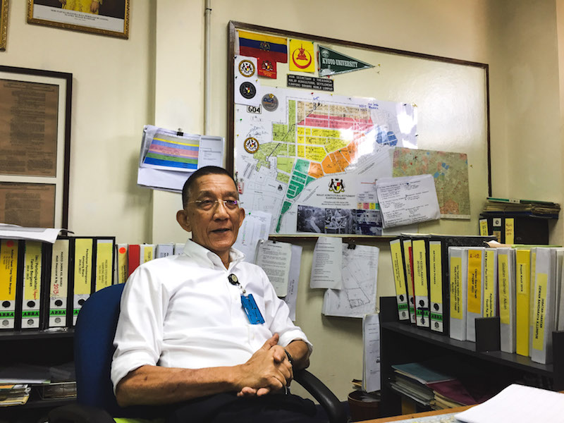 Star filepic. The Malay Agricultural Settlement management board honorary secretary, Shamsuri Suradi, has encouraged Kampung Baru residents to grasp the progressions that government has conveyed to the Malay enclave and to think like entrepreneurs.