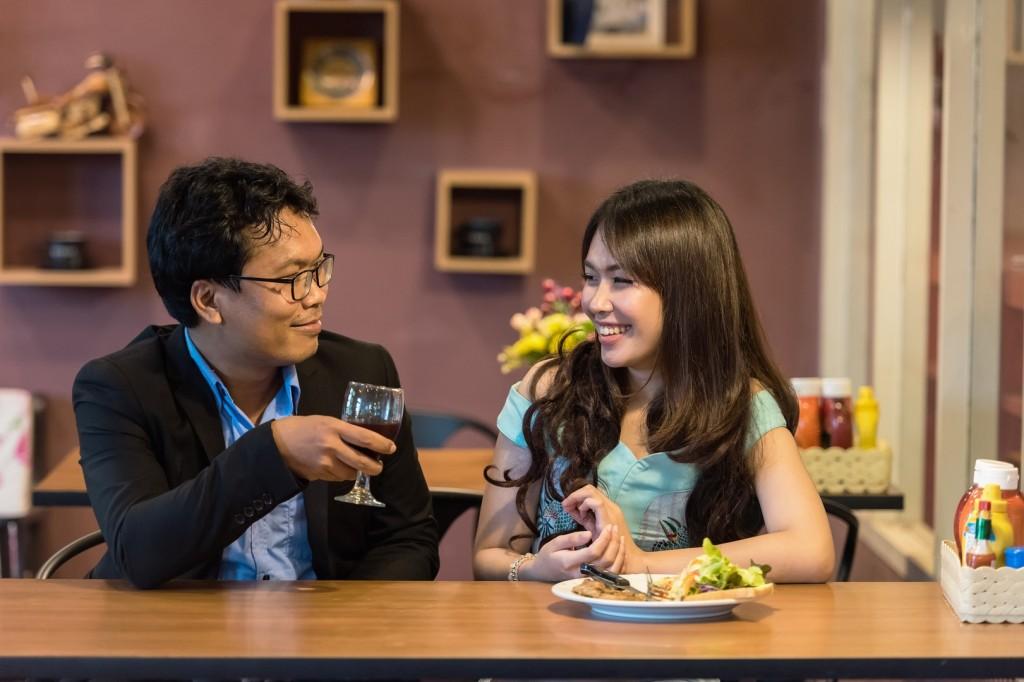 fork-people-girl-woman-restaurant-love-1025994-pxhere.com