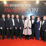 Housing and Local Government Minister Zuraida Kamaruddin, (sixth from right) with the All-Star Award: Top Ranked Developers at StarProperty.my 2019 Awards on Wednesday. Also present is, Star Media Group chairman Datuk Fu Ah Kiow, (eighth from left) and Star Media Group advisor Datuk Seri Wong Chun Wai (fifth from right). The winners are, (from left) Sime Darby Property Berhad chief operating officer of township development Datuk Wan Hashimi Albakri Wan Ahmad Amin Jaffri, Malaysian Resources Corporation Berhad (MRCB) group chief operating officer Kwan Joon Hoe, Gamuda Berhad deputy group managing director Mohammed Rashdan Yusof. Also, Sunway Property deputy managing director Tan Wee Bee, Paramount Property chief executive officer Beh Chun Chong, Tropicana Corporation Berhad managing director Ngian Siew Siong, S P Setia Berhad president and chief executive officer Datuk Khor Chap Jen.  (Fourth from right is), LBS Bina Group Berhad executive director Datuk Cynthia Lim, SkyWorld Development Sdn Berhad founder and