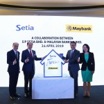 (L-R) Datuk Wong Tuck Wai, Deputy President & COO of S P Setia, Dato' Khor Chap Jen, President & CEO of S P Setia, Dato' Muzaffar bin Hisham, Group CEO of Global Banking for Malayan Banking Berhad and Sally Lye, Managing Director of Maybank Real Estate Ventures at the  launch of the new rent-to- own scheme, Setia FlexKey.