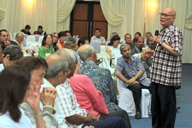 Nor Hisham at the dialogue session between residents of Bukit Damansara and DBKL.