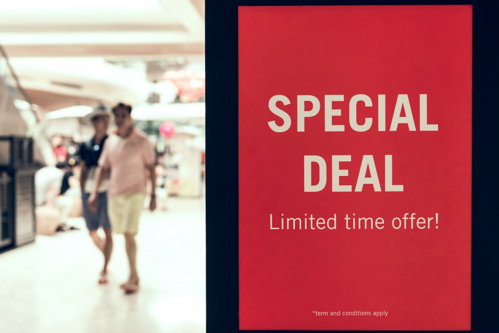 adult-advertisement-airport-background-banner-business-1556489-pxhere.com