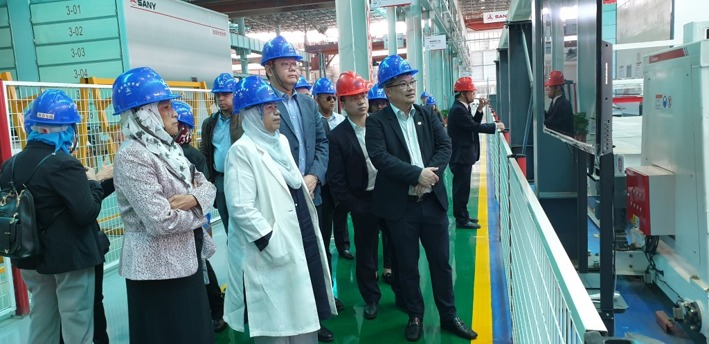 Mah Sing Bhd Chief Project Officer William Ow (tallest) with Malaysia Housing and Local Government Minister Puan Zuraida Kamaruddin (in white) visiting Sany's factory in Changsha, Hunan, China.