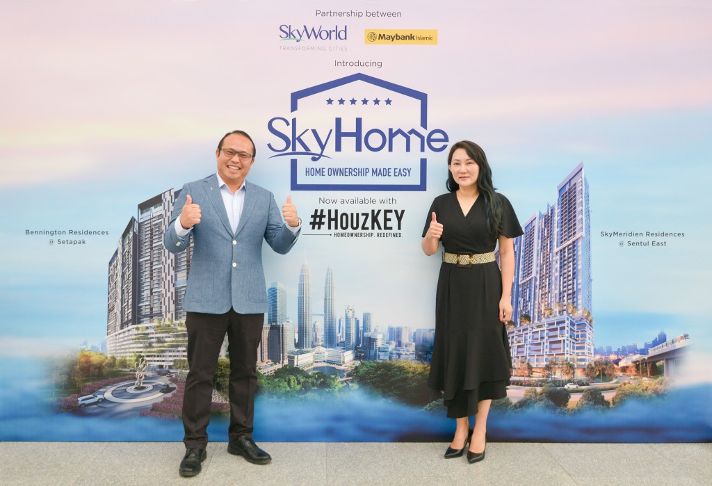 SkyWorld chief operating officer Lee Chee Seng (left) with Maybank Real Estate Ventures managing director Sally Lye at the official ceremony.