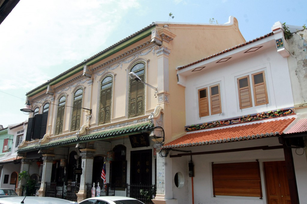 The Baba & Nyonya House Museum, also known as the Baba Nyonya Heritage Museum, is a museum showcasing the local history of ethnic Chinese-Malays, called Baba-Nyonya or Peranakan in Malacca.