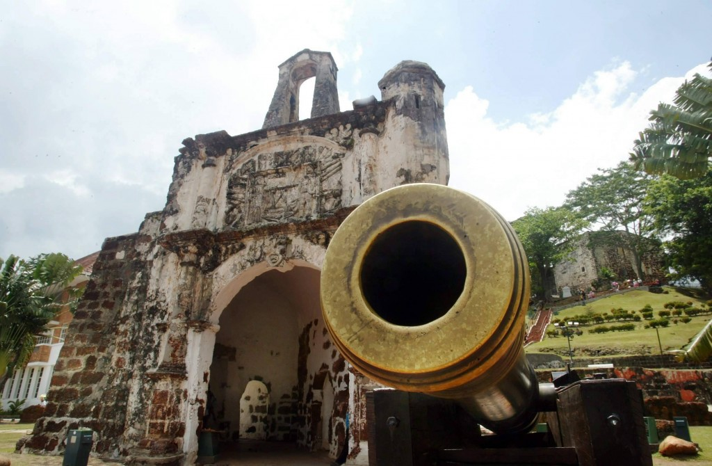 The A'Formosa fort was built to protect the spice route between Portugal and Asia during the colonisation of Malacca by the Portuguese. All that remains today are some foundation stones, some cannons, and a tiny gate.
