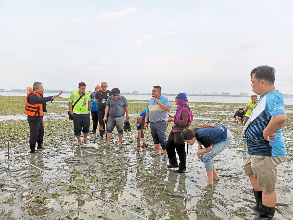 Prof. Dr. Japar Sidek brief FC volunteers prior to the seagrass transplant activity.