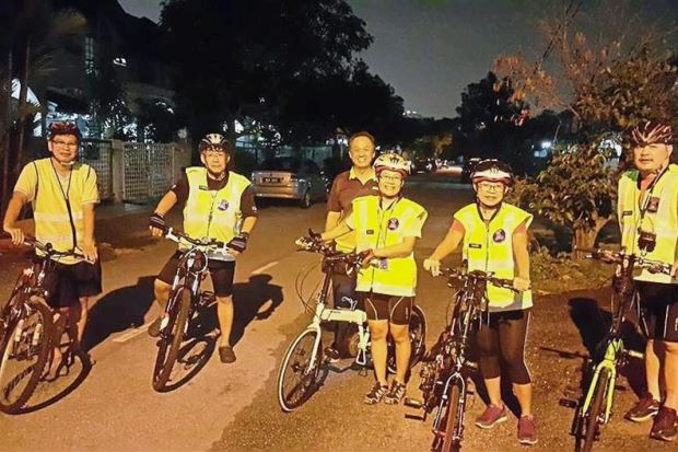 USJ 6 RT members all geared up for their night patrol.