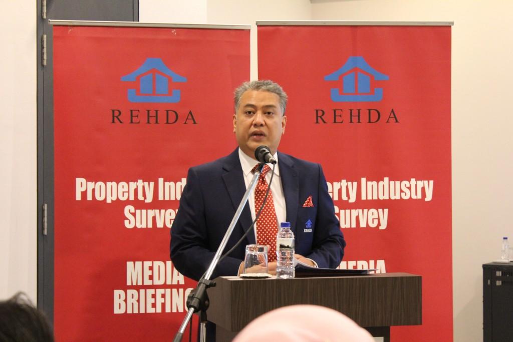 大马房地产发展商会会长拿督斯里法迪伊斯干达周三(4/4/18) 向媒体汇报业界的最新概况和趋势。