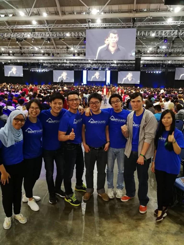 RentGuard 团队今年2018到新加坡参加世界潜能激励大师安东尼•罗宾的「激发无限潜能走火大会」。