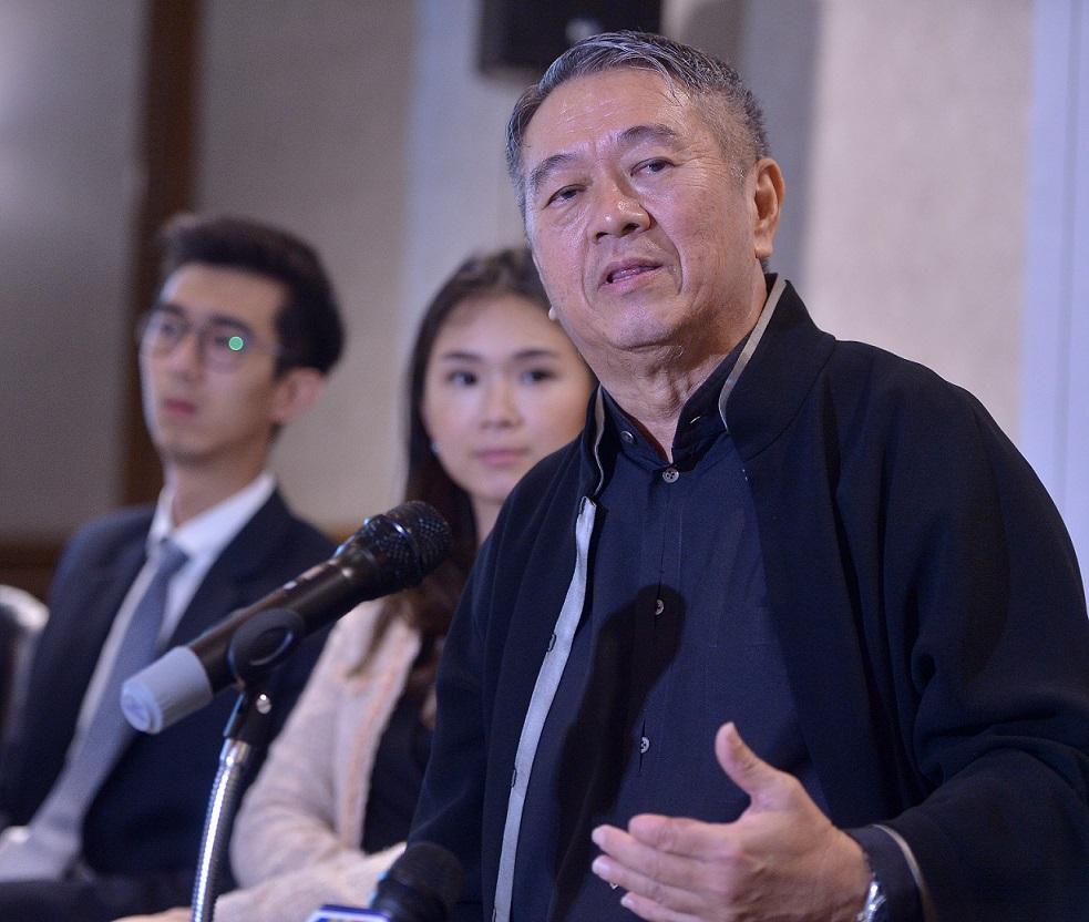 (左起)儿子李泰扬和女儿李靖雯全力辅助父亲李金友打造绿野集团2.0。
