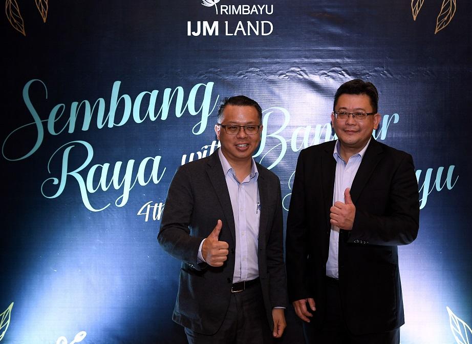 IJM置地董事经理张新杰(左)和Bandar Rimbayu高级总经理蔡建顺出席开斋节午餐会。
