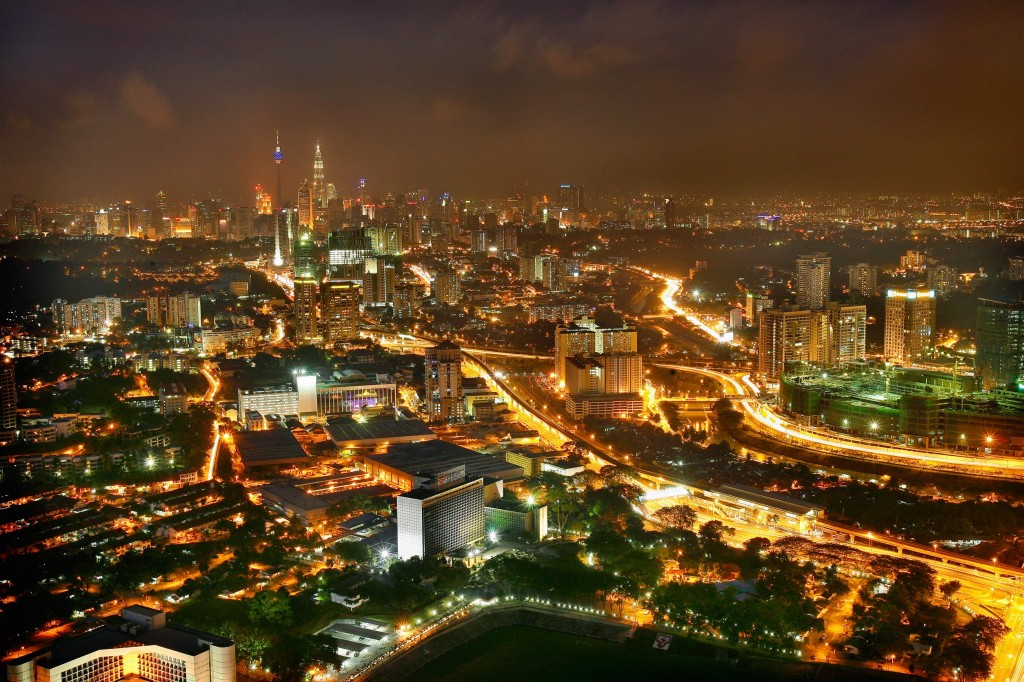 City Development... This picture was taken at Menara TM showing that Kuala Lumpur has grown into a metropolitan city over the 20 years. Development has spilled over to outside the city centre such as Pantai Dalam, Bangsar and the Petaling Jaya border.-Art Chen/ The Star. Urban magnificence... A photo taken from Menara TM showing Kuala Lumpur's massive urban sprawl over the last 20 years that has turned the confluence once flourishing on tin mining into an international cosmopolitan enlivened by lights and sounds.Development has also seeped beyond the fringes of the city into Pantai Dalam, Bangsar and the bordering Petaling Jaya. -  ART CHEN/ The Star (yoke teng)   //// A photo taken from Menara TM showing Kuala Lumpur's urban sprawl that has moved beyond the city centre into areas like Pantai Dalam and Bangsar and the bordering Petaling Jaya. What we have today is a metropolis enlivened by lights and sounds. - ART CHEN/ The Star (yoke teng)    *** Local Caption *** Kuala Lumpur: This picture taken from Menara TM shows Federal capitals growth into a metropolitan city over the past 20 years.