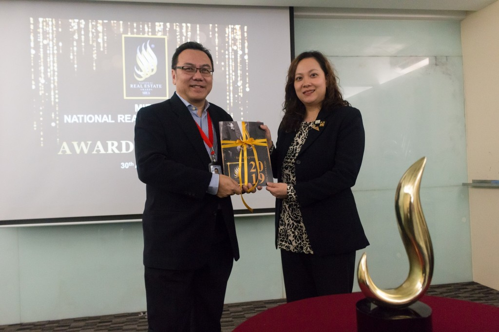 Kelvin Yip, MIEA Vice President and NREA Organizing Chairman (on the left) and Chan Ai Cheng (right), Secretary General of Malaysian Institute of Estate Agents (MIEA) presenting the National Real Estate Awards (NREA) 2019 awards pack during the launch of NREA 2019 today.