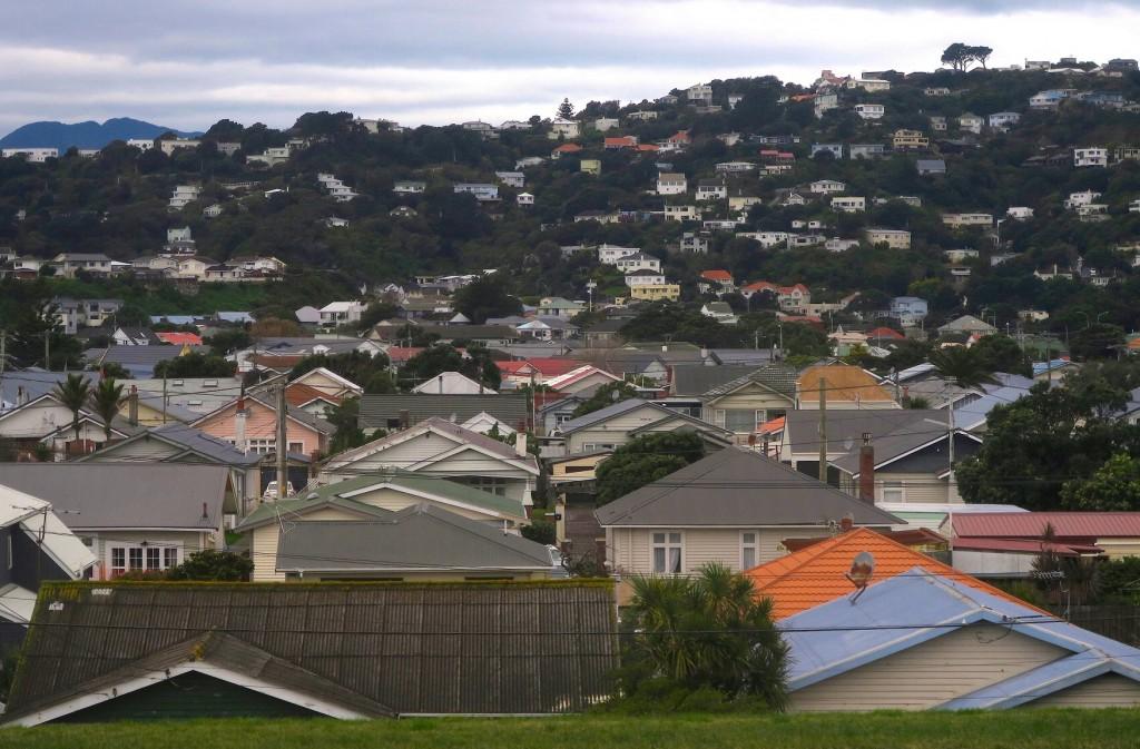 新西兰的房价租金比是世界最高的,房价收入比也是最高的。