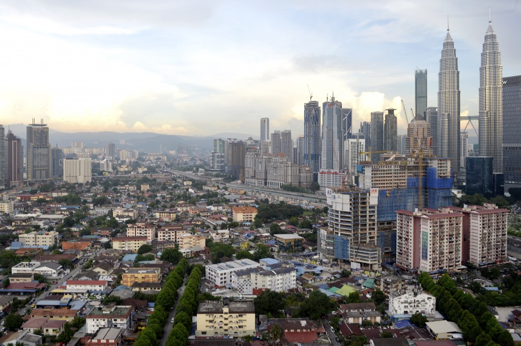 The scenery of Kampung Baru (left, bottom), which is increasingly strained by rapid development in Kuala Lumpur's golden triangle area and experiencing unbalanced development. Kampung Baru is governed by the Malay Agriculture Land Placement Board (MAS) – equivalent to the Malay Reserve Land devoted to the Malays. BERNAMA (2018) HAK CIPTA TERPELIHARA