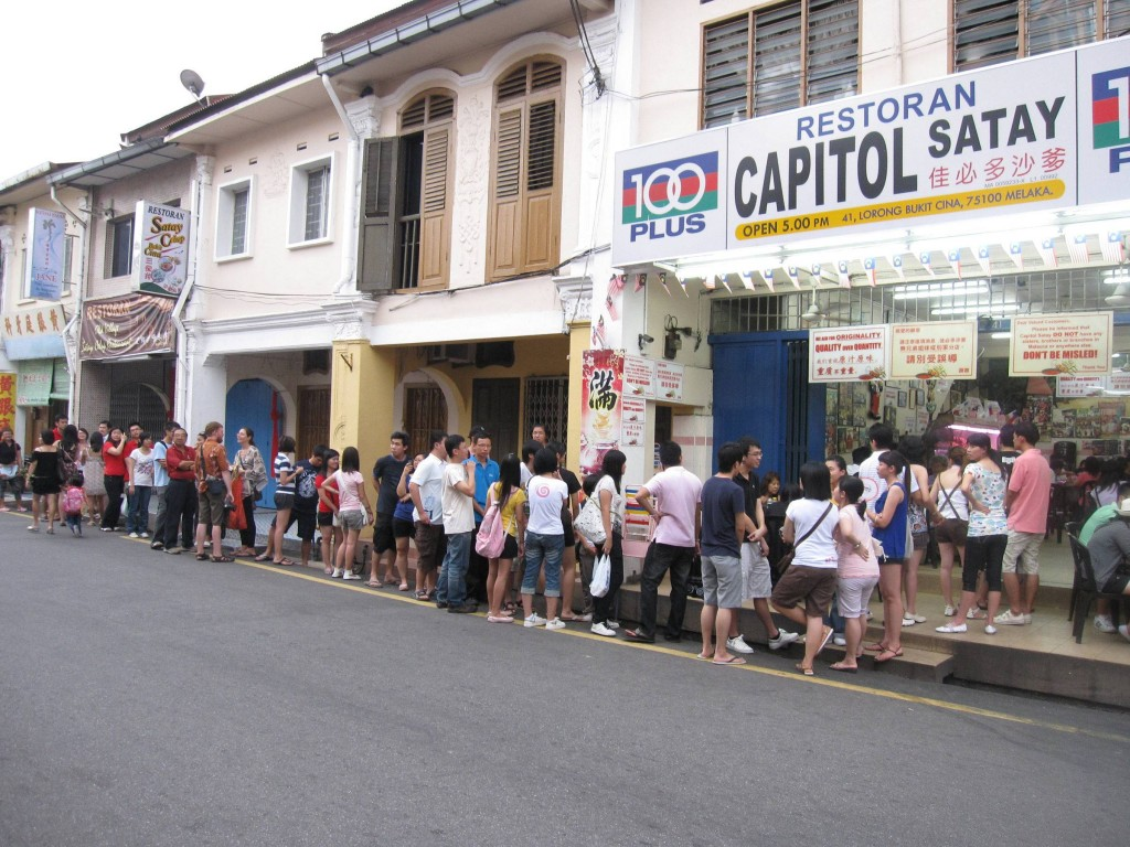 A long queue of people waiting for their turn to savour the satay celup.