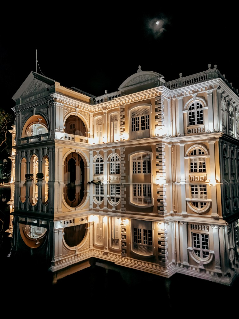 One of George Town's oldest buildings, the 19th century Town Hall. Photo by Amirul Amri on Unsplash.