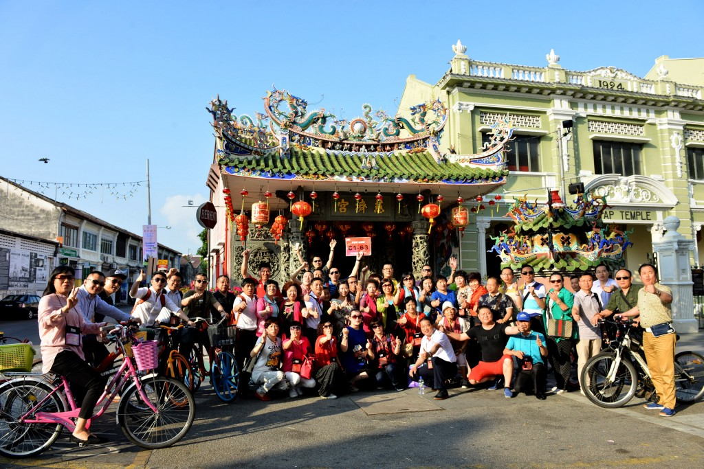 Tourists from China visiting Georgetown's Yap Kongsi temple on Armenian Street. Image by Kwong Wah Yit Poh.