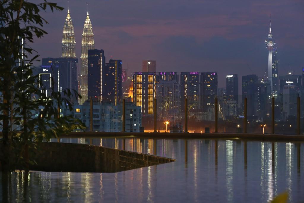 Infinity pool with Kuala Lumpur skyline - Skyworld Bennington Residences media tour @ SkyArena in Setapak, Gombak, Kuala Lumpur. IZZRAFIQ ALIAS / The Star. October 23, 2019.