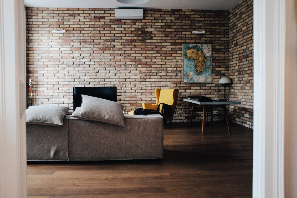 The long rectangles in this brick wall also make the space seem wider. Photo by Justin Schüler on Unsplash.