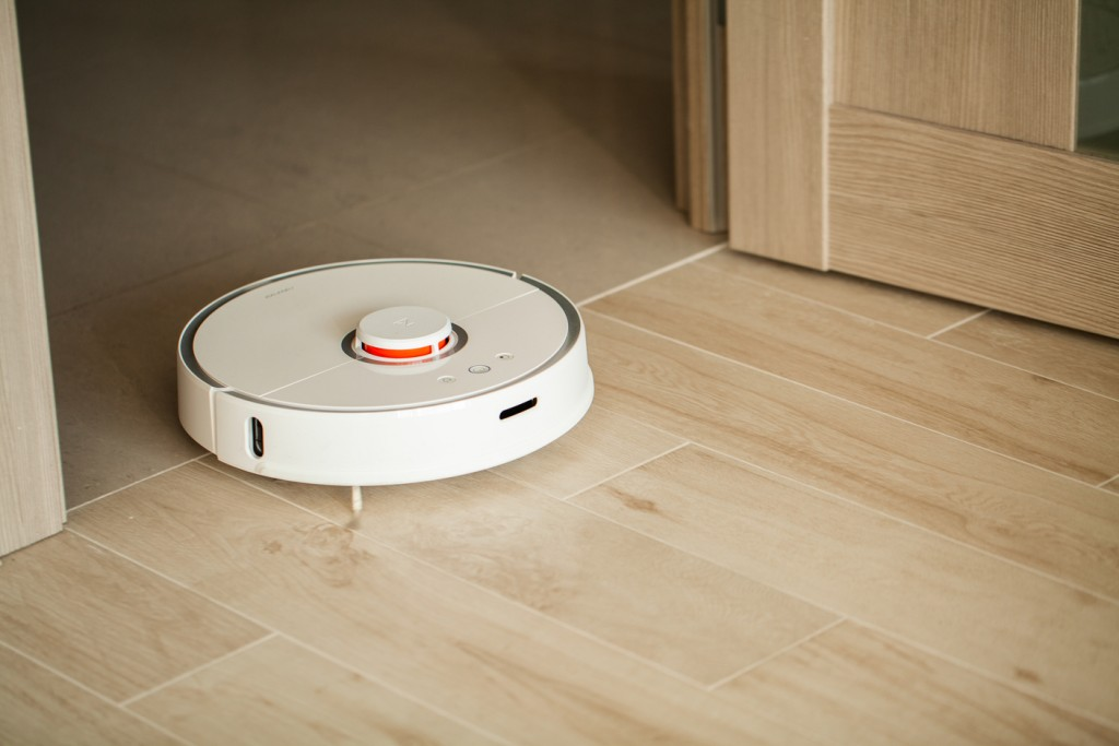 If you've got little ones crawling around and can't spare the time to mop frequently, then robot mops are here to help you.