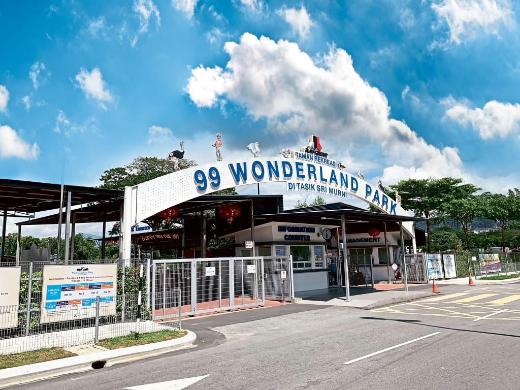 The 99 Wonderland Park plays host to 22 attractions. Newly opened exhibits are such as the Malayan tapir, sun bear and saltwater crocodile.
